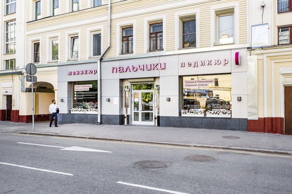 Вход в маникюрный салон ПАЛЬЧИКИ на Маяковской