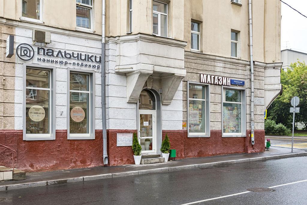 Вход в маникюрный салон ПАЛЬЧИКИ на Проспекте Мира(Грохольский пер.)