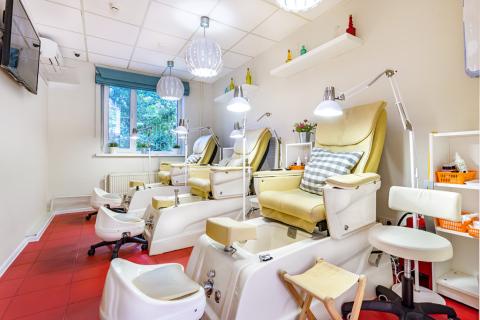 Кресла для педикюра в маникюрном салоне ПАЛЬЧИКИ на Добрынинской