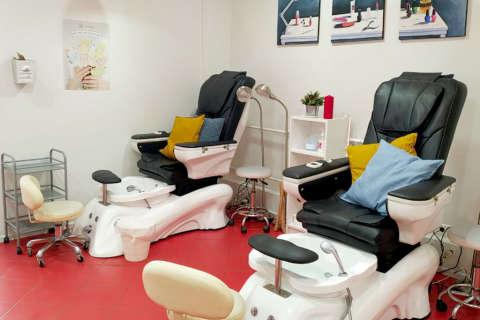 Кресла для педикюра в маникюрном салоне ПАЛЬЧИКИ в Строгино