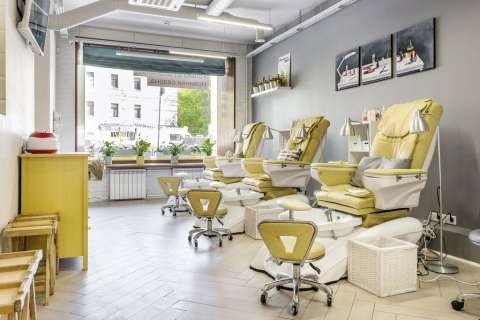Кресла для педикюра в маникюрном салоне ПАЛЬЧИКИ на Маяковской
