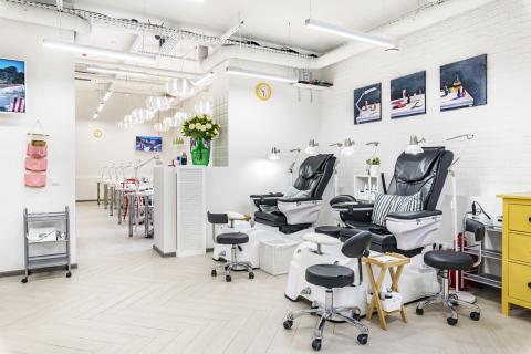 Кресла для педикюра в маникюрном салоне ПАЛЬЧИКИ на Алексеевской